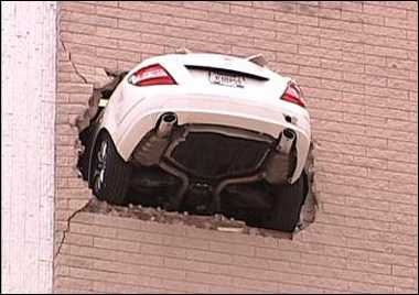 201010 car in wall 2